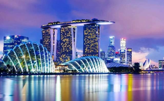 В Сингапуре снимают карантин, сохраняя большинство ограничений