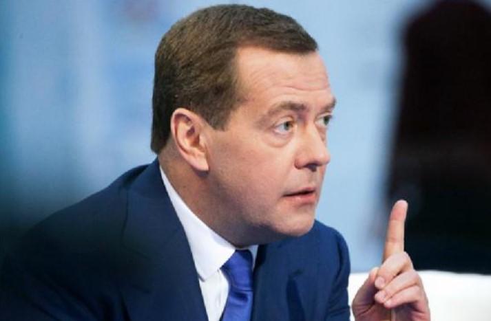 Медведев поручил обсудить с ЕАЭС снижение порога беспошлинного ввоза посылок